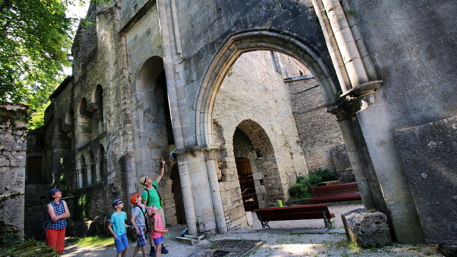 Entrée de l'abbaye Saint-Pierre