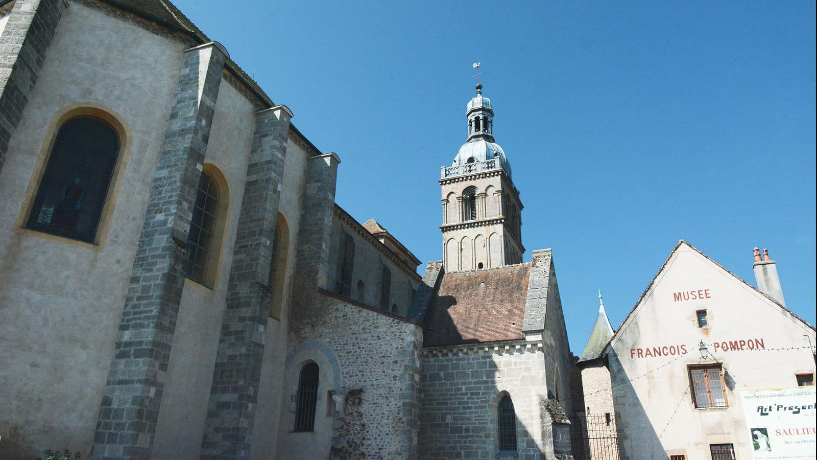 Musée Pompon à côté de la basilique Saint-Andoche à Saulieu
