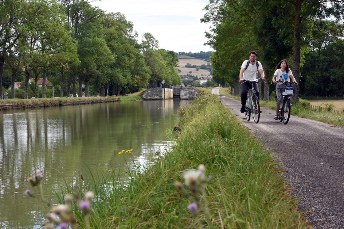 Vélo le long du Canal de Bourgogne