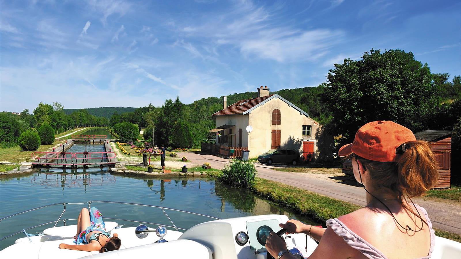 Navigation sur le canal de Bourgogne